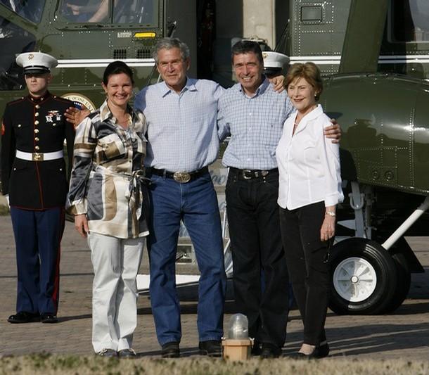Bush og Fogh-familien ved ankomsten til Bush's jagtslot, Crawford, Texas, 2008